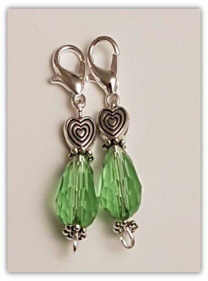 två gröna stickmarkörer med kräftklolås